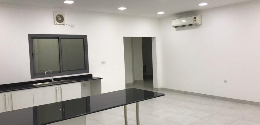 للإيجار مكتب تجاري بمنطقة سند