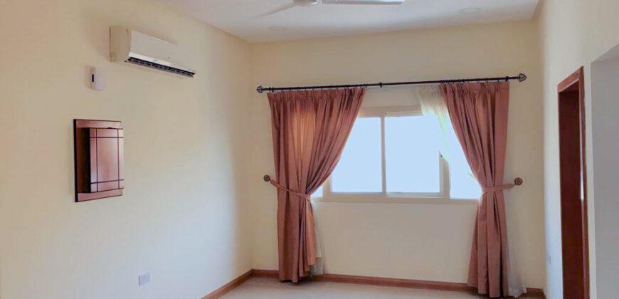 للإيجار شقة سكنية نصف مفروشة بمنطقة الزنج
