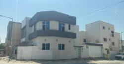 للبيع فيلا سكنية تتكون من ثلاث غرف نوم، بمنطقة المالكية