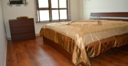 للإيجار شقة سكنية مفروشة بالكامل بمنطقة جزيرة تالا مطلة على البحر وقيمة الإيجار -/ 830 دينار بالشهر