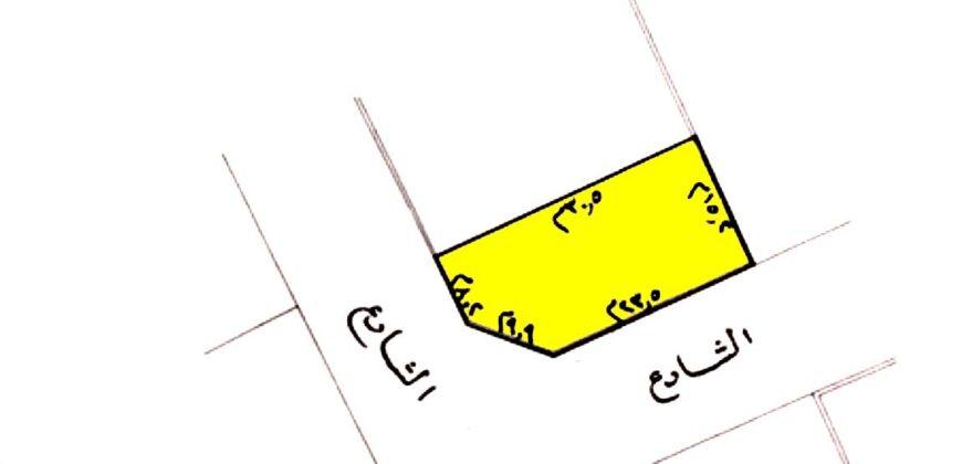 للبيع فيلا سكنية تتكون من أربع غرف نوم، بمنطقة  الرفاع (البحير) ، بقيمة -/ 190 الف دينار وقابل للتفاوض تقع على شارعين