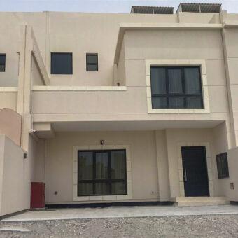 للبيع فيلا سكنية تتكون من أربع غرف نوم، بمنطقة دمستان، بقيمة -/ 144,000 دينار وقابل للتفاوض