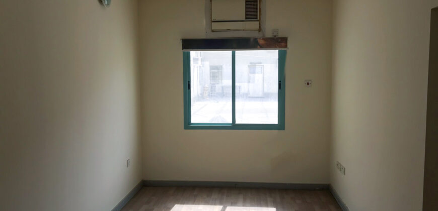 للإيجار مكتب تجاري بمنطقة الرفاع الشرقي، بمساحة 100.00 متر مربع تقريباً، سعر الإيجار -/ 210 بالشهر