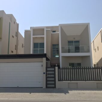 Luxury villa for sale located in Amwaj Island