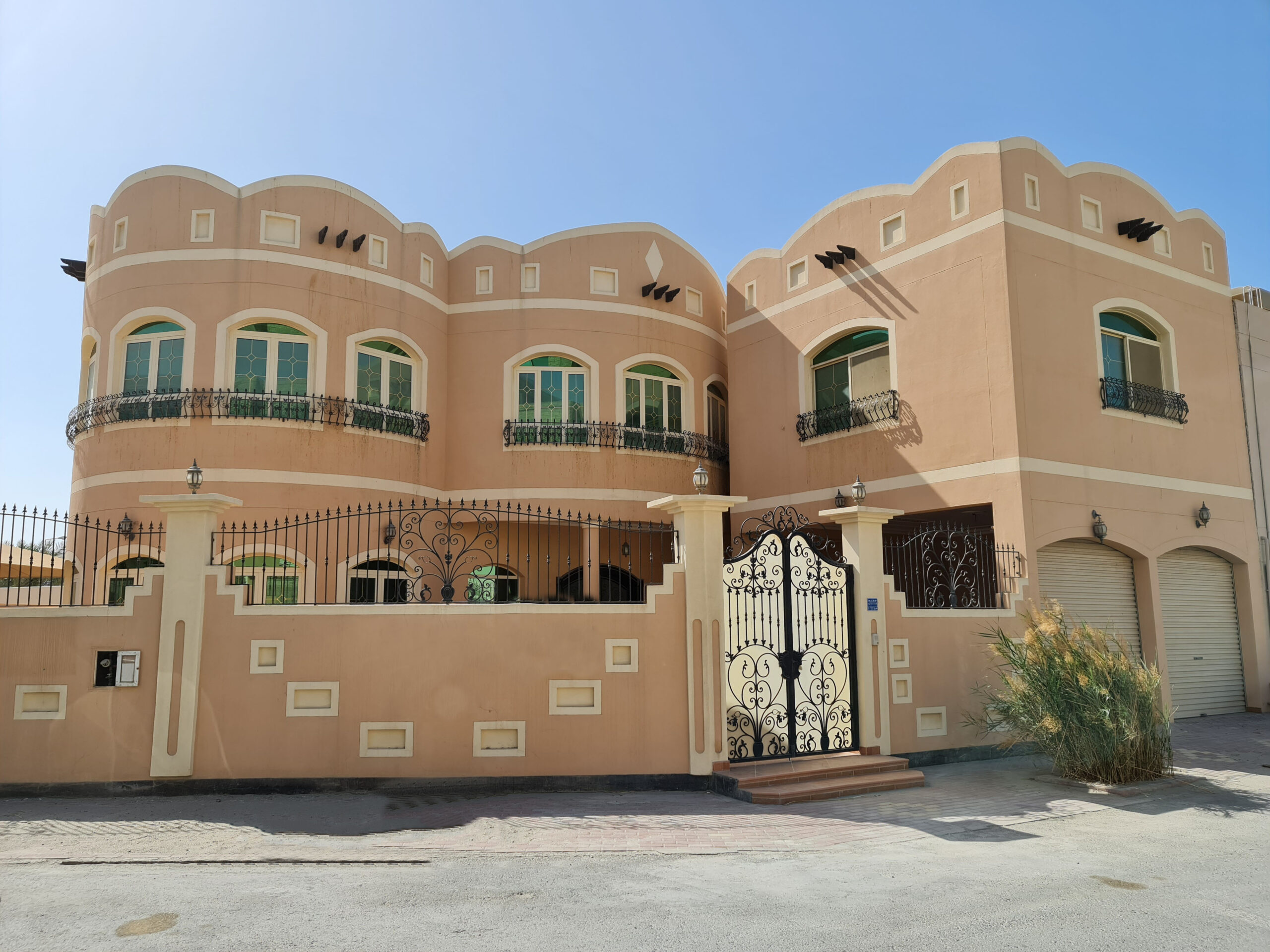 Luxury villa for sale with five bedrooms, located in Bu Quwah (Saraya 2)