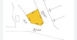 للبيع أرض سكني إستثماري بمنطقة جدحفص (بالقرب مستشفى جدحفص الصحي) الارض تقع على ثلاث شوارع جميع الخدمات متوفرة