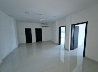 للإيجار مكتب تجاري واسع بمنطقة توبلي