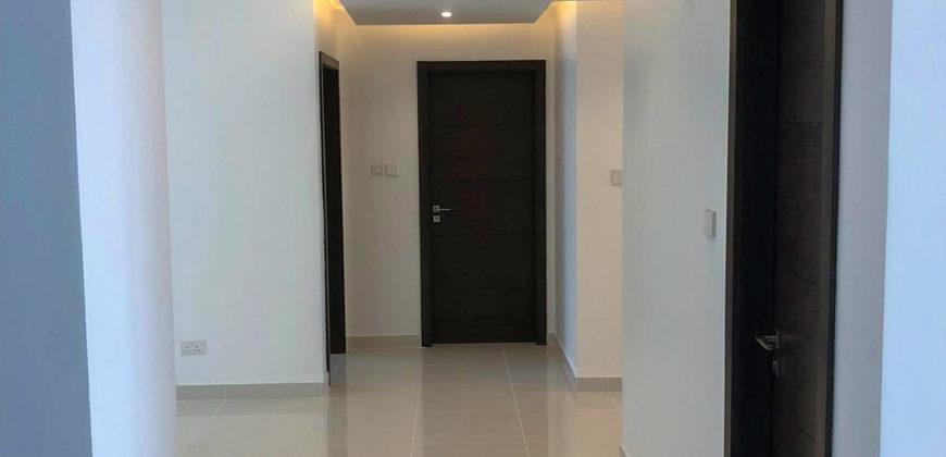 للبيع شقة سكنية تتكون من أربع غرف نوم، بمنطقة الرفاع