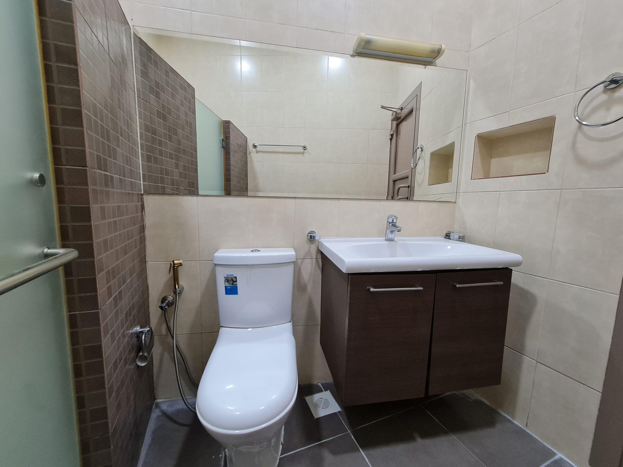 للإيجار شقة سكنية تتكون من ثلاث غرف نوم بمنطقة جرداب قيمة الإيجار -/ 300 دينار بالشهر غير شامل الكهرباء والماء
