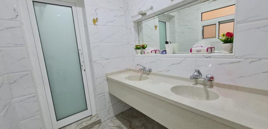 للبيع فيلا سكنية فاخرة تتكون من أربع غرف نوم بمنطقة توبلي (مناسبة للسكن الاجتماعي)