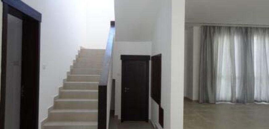 للإيجار فيلا سكنية تتكون من اربع غرف نوم نصف مفروشة، بمنطقة الجسرة، قيمة الإيجار -/   1,300 دينار بالشهر