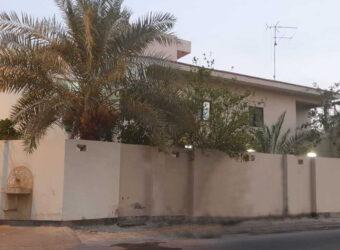 للبيع فيلا سكنية تتكون من خمس غرف نوم بمنطقة الرفاع الشرقي