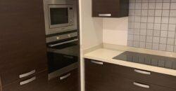 للبيع شقة سكنية تتكون من ثلاث نوم، مفروشة بالكامل بمنطقة نويدرات